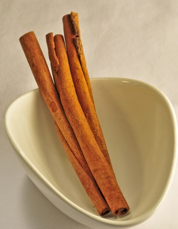 cinnimon: cinamon sticks on a white bowl Stock Photo