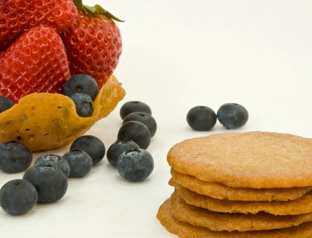 ginger snap cookies and berries