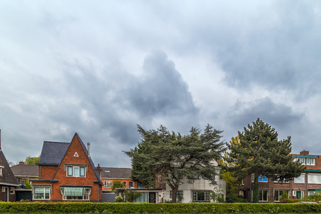 Traditionele Hollandse huizen, typische dorpsstraat, Nederland Stockfoto