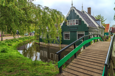 Traditional Houses in the Historic Village of Zaanse Schans on the Zaan River in the Netherlands Archivio Fotografico