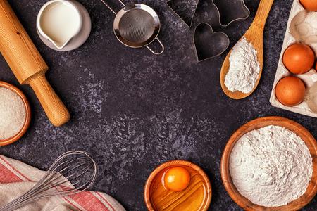 ベーキング - のための原料の小麦粉、木のスプーン、麺棒、卵。上面図、空間をコピーします。 写真素材