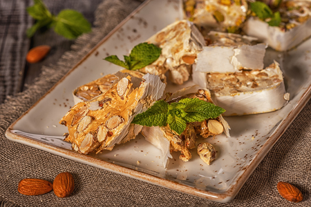 Nougat with honey and nuts. Imagens