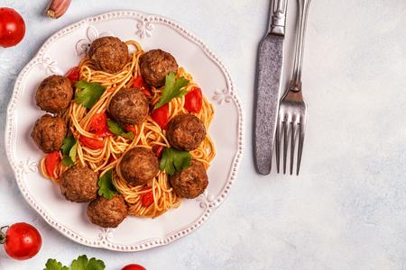 Geroosterde Gehaktballetjes Met Spaghetti. Bovenaanzicht, kopieer ruimte.