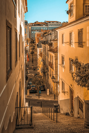 Narrow street of Lisbon Bairro Alto district, Portugal. 版權商用圖片