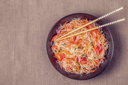 Glass noodle salad with cucumber pepper and carrot on a linen tablecloth, top view 版權商用圖片 - 103440286