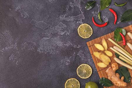 Ingrediënten van Aziatisch gekruid voedsel. Bovenaanzicht, kopieer ruimte. Stockfoto