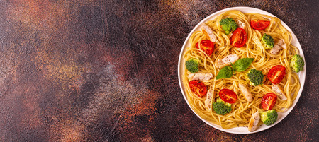 Plate of spaghetti tomato broccoli chicken,  concept of  healthy diet food Imagens