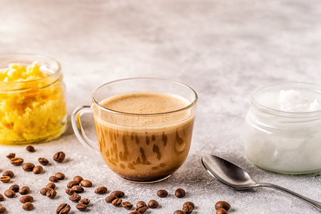 Coffee blended with ghee butter and MCT coconut oil, paleo, keto, ketogenic drink breakfast. Banco de Imagens