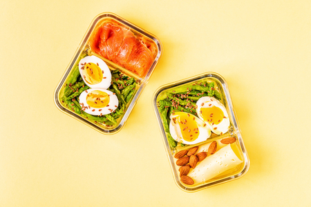 Healthy balanced lunch box, ketogenic diet lunch, home food for office concept. Banco de Imagens