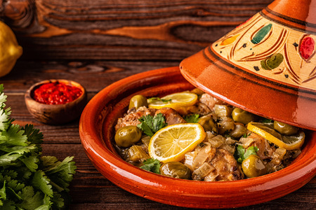 Traditional Moroccan chicken tagine with olives and salted lemons, selective focus. Stok Fotoğraf - 120959646