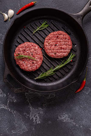 Fresh raw minced homemade grill beef burgers in a frying pan, top view Stock fotó