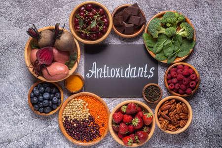 Healthy foods high in antioxidants, top view.