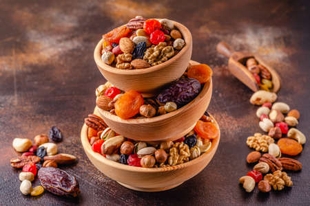 Healthy Snack of Nuts and Dried Fruit. Imagens
