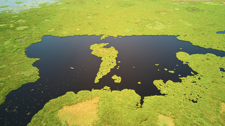 Drone Aerial view of lake in Siem-Reap, Cambodia, with fisherman boat Banque d'images - 101016099