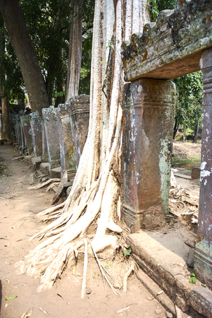 Koh Ker is situated between the southern slopes of the Dangrek mountains, the Kulen mountains (Phnom Kulen) in the south-west