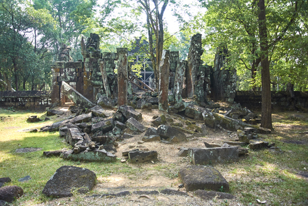 Among those rarely visited monuments in Cambodia this is one of the most romantic Khmer ruins at all. Banque d'images - 100682449