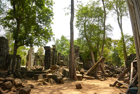 Koh Ker is situated between the southern slopes of the Dangrek mountains, the Kulen mountains (Phnom Kulen)