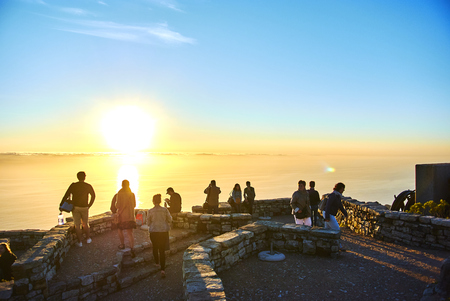 Table Mountain National Park, previously known as the Cape Peninsula National Park, is a national park in Cape Town, South Africa, proclaimed on 29 May 1998, for the purpose of protecting the natural environment of the Table Mountain Chain, and in particu Banque d'images - 101834024