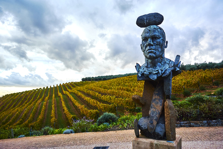Stellenbosch is a town in the Western Cape province of South Africa, situated about 50 kilometres (31 miles) east of Cape Town, along the banks of the Eerste River at the foot of the Stellenbosch Mountain. It is the second oldest European settlement in th Banque d'images - 105564401