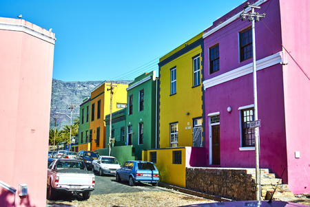 The Bo-Kaap is known for its brightly coloured houses – think pink, green, blue and orange. Other tour highlights include Auwal Masjid (the first and oldest mosque in South Africa), the Bo-Kaap Museum and the spicy delights of Cape Malay food. Banque d'images - 105564403