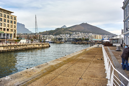 The Victoria & Alfred (V&A) Waterfront in Cape Town is situated on the Atlantic shore, Table Bay Harbour, the City of Cape Town and Table Mountain. Adrian van der Vyver designed the complex. Prince Alfred, second son of Queen Victoria, visited the Cape Co Banque d'images - 105564405