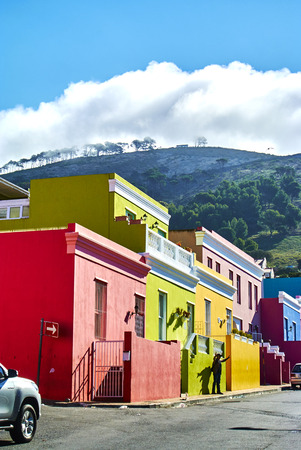 The Bo-Kaap is known for its brightly coloured houses – think pink, green, blue and orange. Other tour highlights include Auwal Masjid (the first and oldest mosque in South Africa), the Bo-Kaap Museum and the spicy delights of Cape Malay food. Banque d'images - 106039929