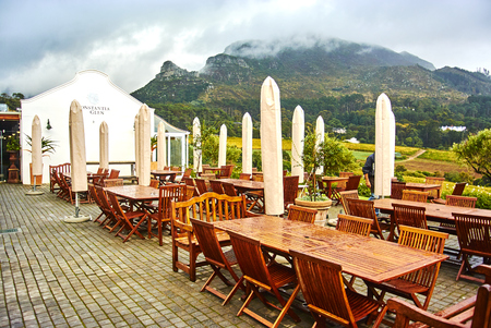 Constantia is an affluent suburb of Cape Town, South Africa, situated about 15 kilometres south of the centre of Cape Town. It is considered to be one of the most prestigious suburbs in South Africa. The Constantia Valley lies to the east of and at the fo Banque d'images - 103031403
