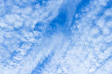 atmosfera: El ambiente de un cielo brillante
