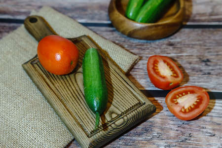 High angle view of cucumbers and tomatoes on a wooden background 版權商用圖片