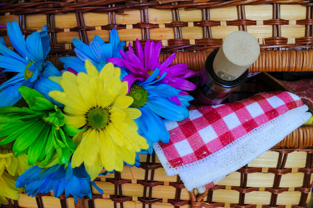 Picnicbasket with Flowers Imagens