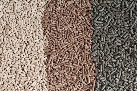 biomasse: Different kind of pellets- oak, sunflower, pine