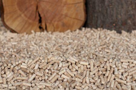 holzbriketts: Pine peletts-selektiven Fokus auf dem Heap Lizenzfreie Bilder