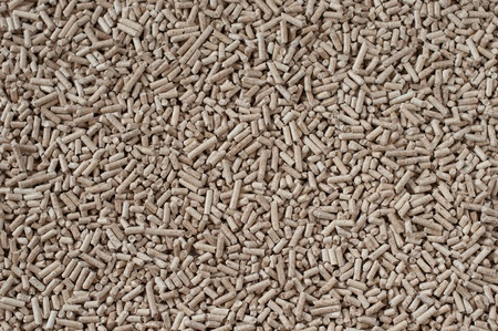 biomasse: Pine and oak pellets- alternative energy Stock Photo