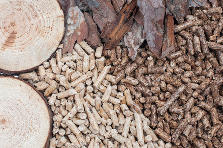 biomasa: Pellets de biomasa-pino y materiales bolitas hechas de