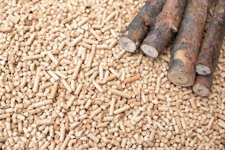 Biomasse de conifères - bois et granulés, énergie renouvelable