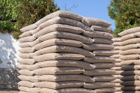 Many sacks that are filled with pellets placed on pallets Stockfoto