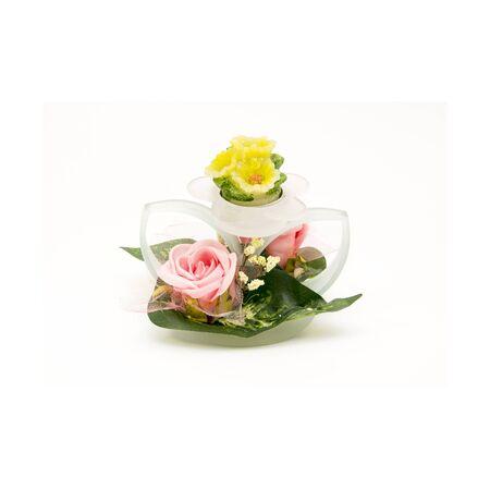 白地にピンクの花の花瓶。孤立した写真