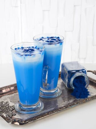 This blue latte is colored with natural phycocyanin extracted from blue spirulina algae 免版税图像
