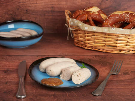 Bavarian white sausages (weisswurst) with sweet mustard and pretzels 免版税图像 - 156154219