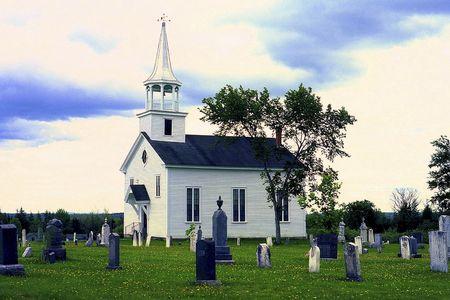 church flower: Vecchio weathered Chiesa e il cimitero vicino St. Stephen, New Brunswick, Canada