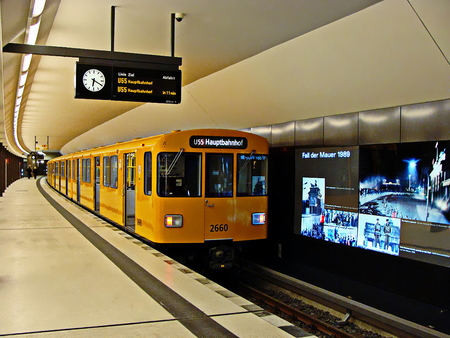 The Berlin U-Bahn is the most extensive underground network in Germany with a system length of 146 km 新闻类图片