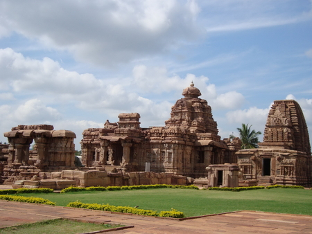 One of the best temples of the South Indian style is the Mallikarjuna Temple, Pattadakal of Karnataka. The magnificent temple is noted for the nicely carved lively figures on its walls and the massive square pillars in sand stone.