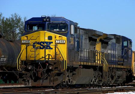 Ein CSX Lokomotive 7348 sitzt am Güterbahnhof - Pensacola, Florida Standard-Bild - 45210046