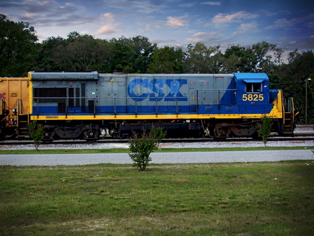pensacola: A CSX train engine 5825 sitting at the train yard in Pensacola, Florida