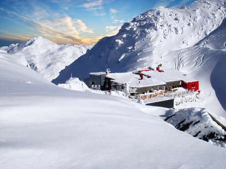 excursions: The Glungezer Hut at 2,610 metres above sea level is a popular hut for hiking and ski excursions at Glungezer in the Tux Alps, Tirol