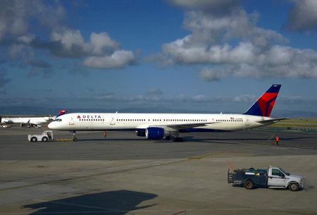 california delta: A Delta Airlines passenger plane at San Francisco International Airport