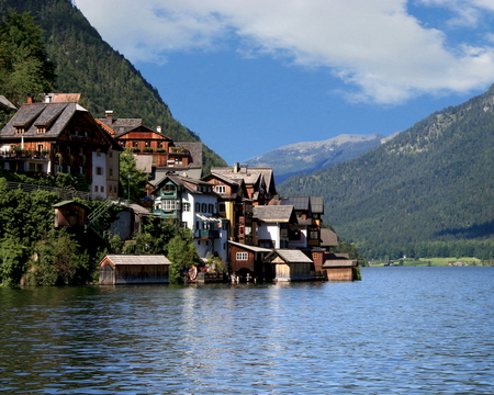 View of Lake Hallstätter and the coastal community of Hallstatt in the region of upper Austria Stock Photo
