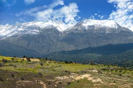 View of the landscape and nearby mountains - Crete, Greece 스톡 콘텐츠