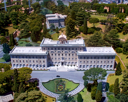 Aerial view of the Vatican Palace and Gardens - Rome, Italy Standard-Bild - 112049688