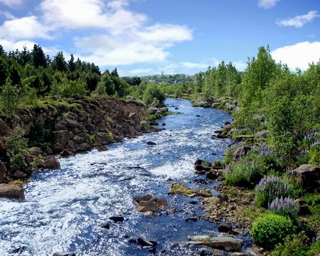 A stream flowing in the Reykjavík region in the southwest of Iceland Standard-Bild - 115064628